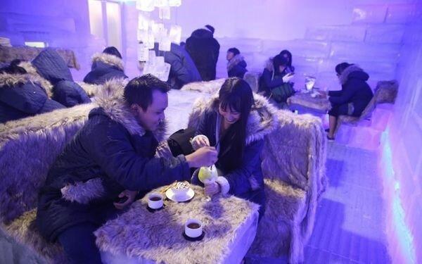 Cà phê băng là địa điểm vui chơi Noel 2017 ở TP.HCM rất thú vị Phố đi bộ Nguyễn Huệ