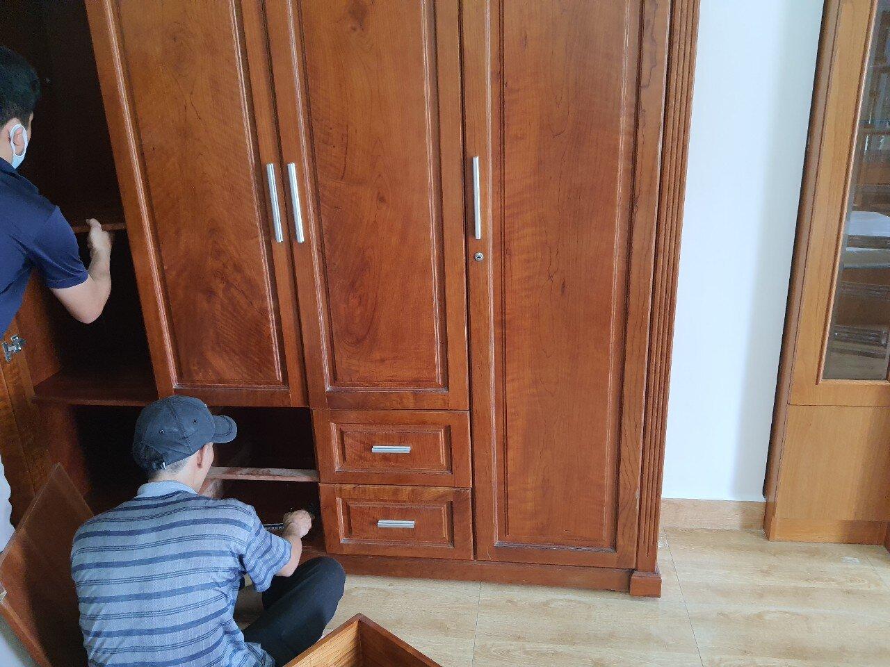 Dịch vụ chuyển nhà có tháo lắp tủ gỗ